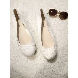 American Eagle Outfitters white floral cloth flats